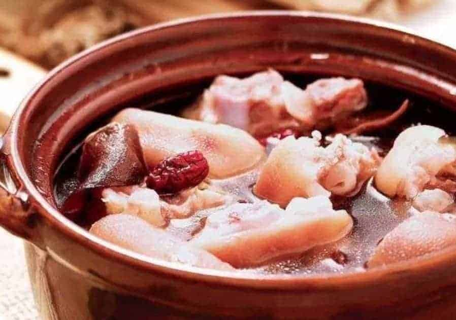 Black Fungus Pork Trotter Soup Recipe