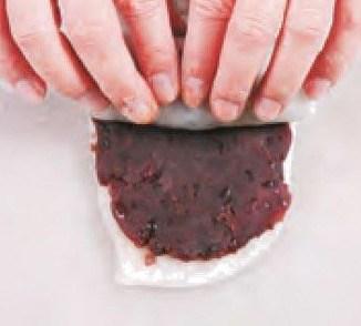 Red Bean Paste Glutinous Rice Roll Recipe step7