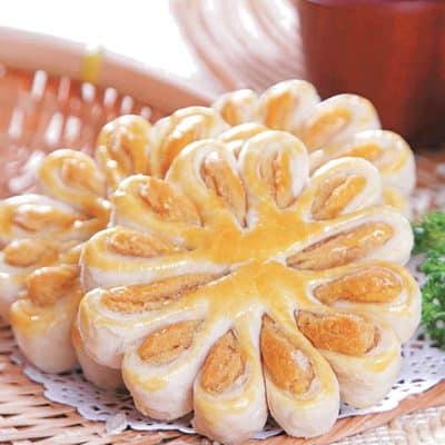 Flower Shape Lotus Paste Pancake Recipe