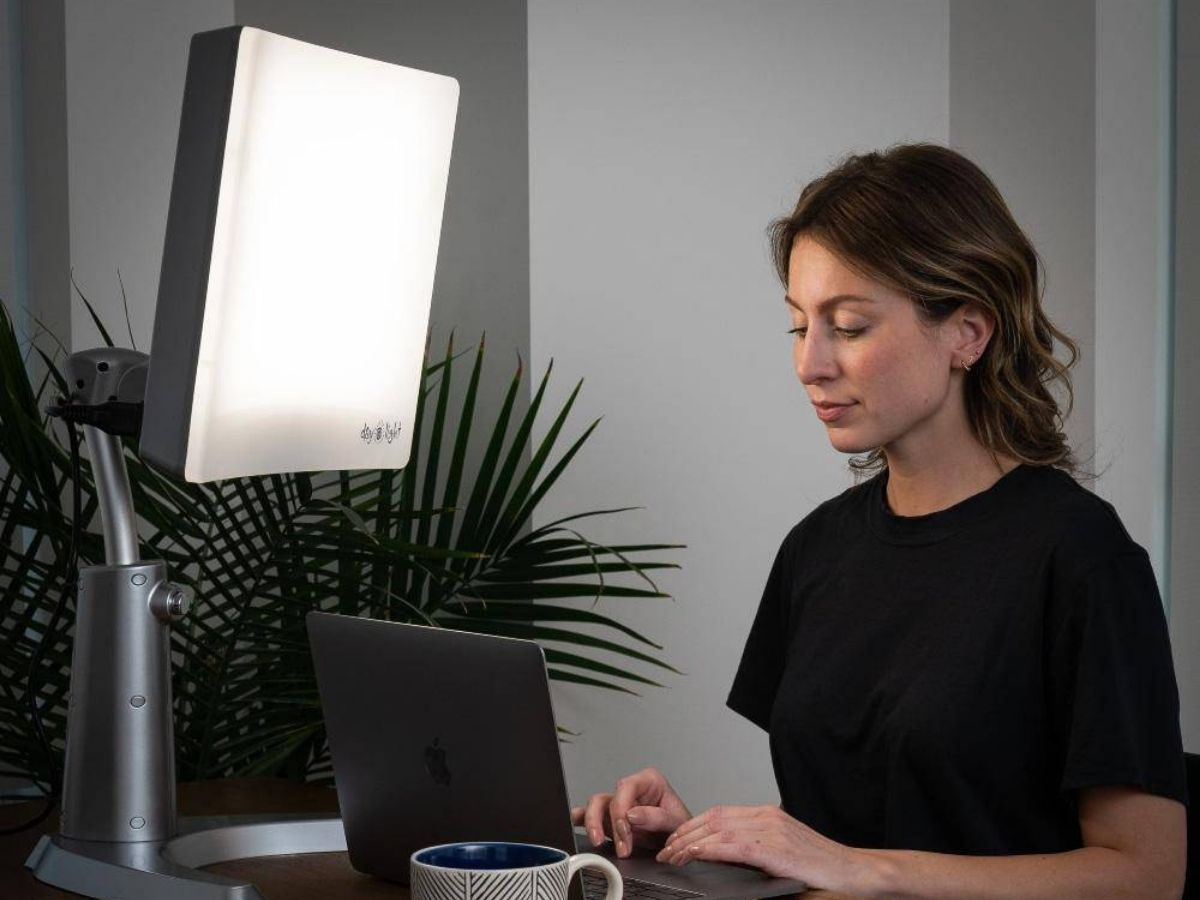Review The Best Light Therapy Lamp for SAD
